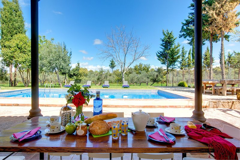 Arriate Villa Sleeps 8 with Pool Air Con and WiFi - 5604467, holiday rental in Arriate