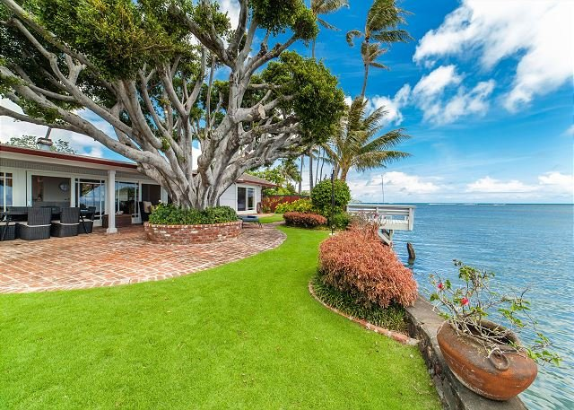 Niuiki~Charming & Tranquil~gated oceanfront oasis~with pool and full a/c, location de vacances à Hawaii Kai