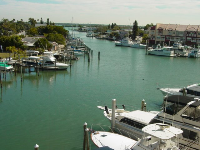 Madeira Bay Enjoy Sunrise Views from Balcony Overlooking Intracoastal Waterway, holiday rental in Madeira Beach
