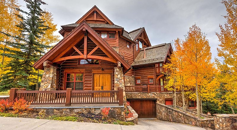 Luxurious Mountain Cabin With Resort Amenities And Spa
