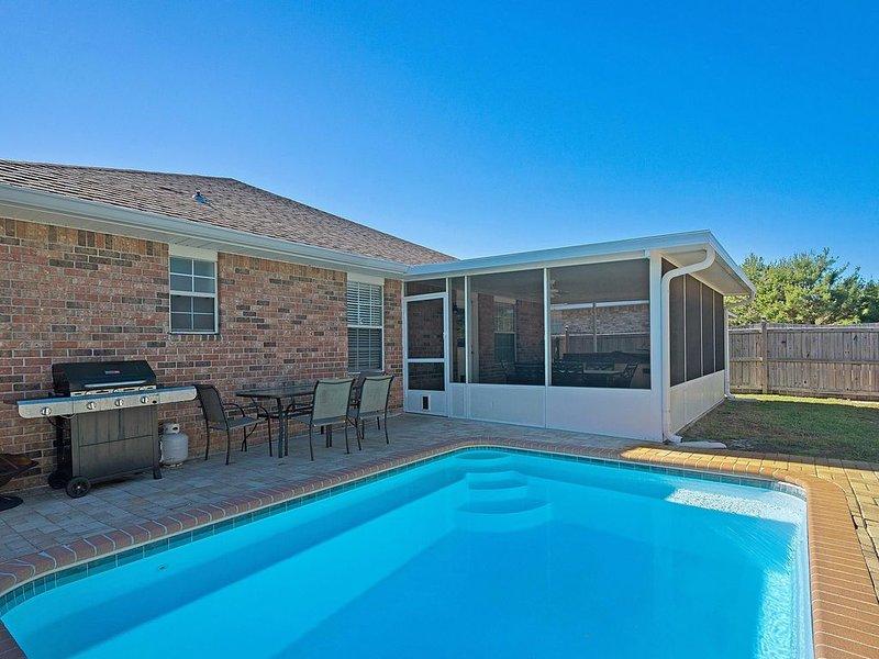 *Iimmaculate* 4BR *Private pool*Hot tub with linai* short walk to private beach*, location de vacances à Miramar Beach