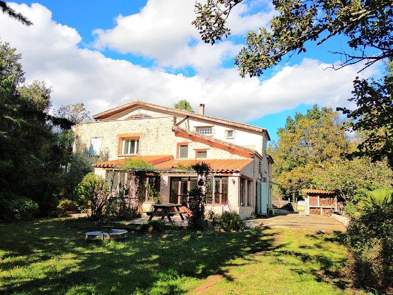 GITES ET CHAMBRE D'HOTES-Gite rose, vacation rental in Vinca