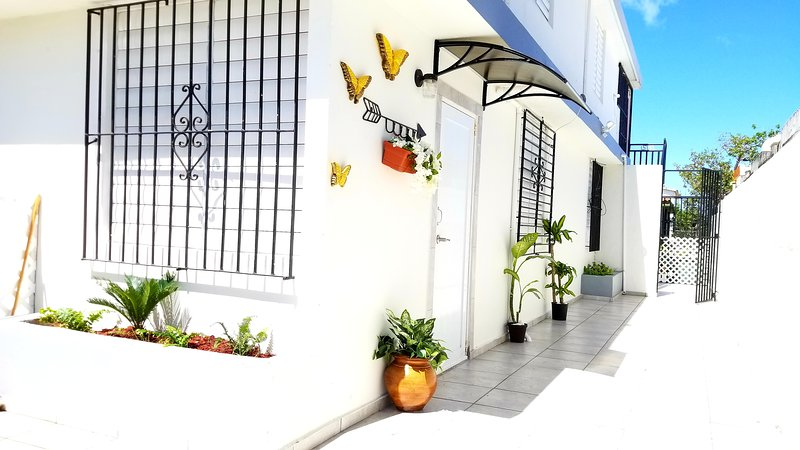 M/H HOUSE, cozy apt near the airport and the beach, alquiler vacacional en Caguas
