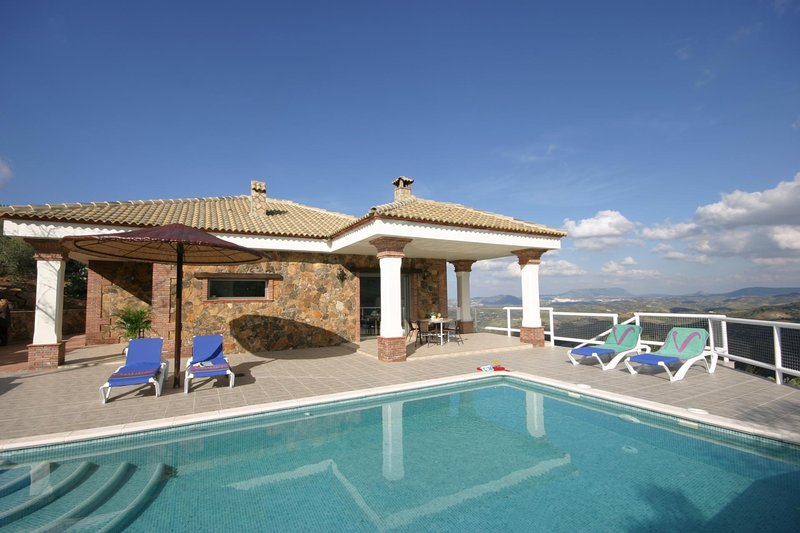 El Gastor Villa Sleeps 4 with Pool Air Con and WiFi - 5604496, location de vacances à El Gastor