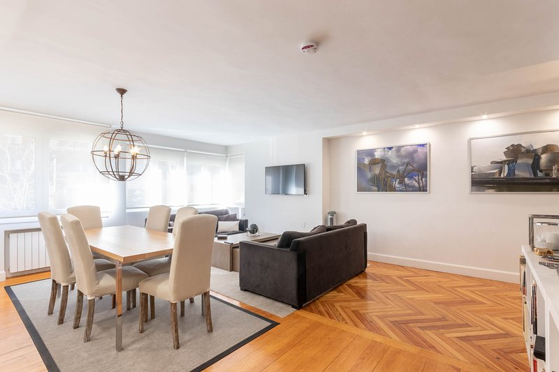 Precioso piso de lujo con WIFI, con desayuno incluido, holiday rental in Barakaldo