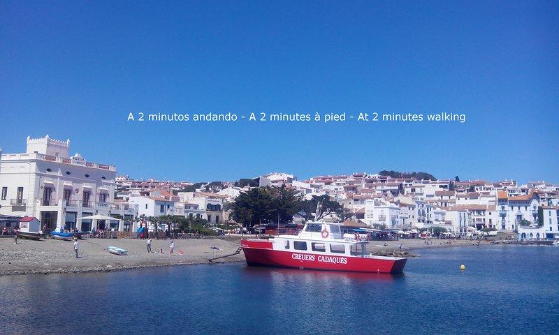 Cadaqués center, Cosy flat with terrace, 100m from sea, alquiler de vacaciones en Cadaqués
