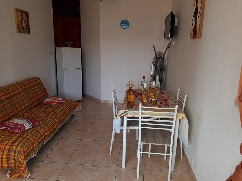 Beautiful studio with garden & Wifi, alquiler de vacaciones en Lamentin