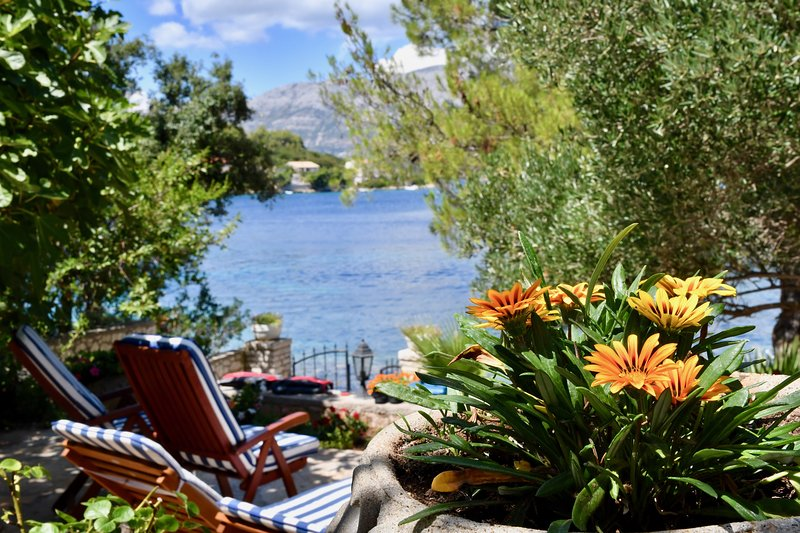 Seafront Garden Apartment is situated in a tranquil bay ofthe crystal clear water of Adriatic Sea.