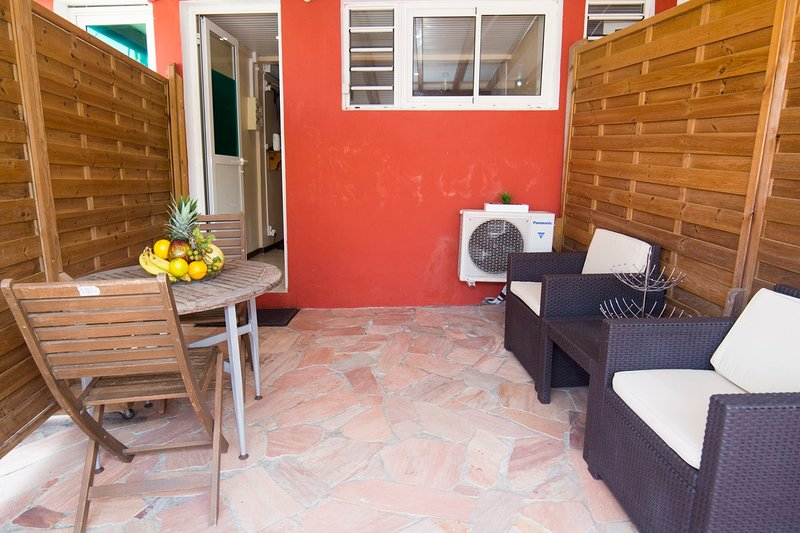 Amazing studio with terrace & Wifi, vakantiewoning in Fort-de-France