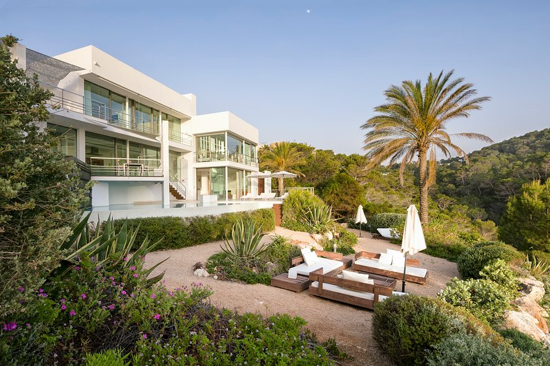 Cala Vadella Villa Sleeps 6 with Pool and Air Con - 5769486, holiday rental in Cala Carbo