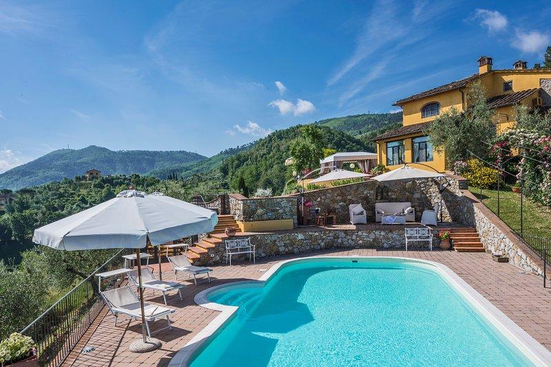 Villa Bucigattoli, villa with 3 bedrooms and 3 bathrooms. Pool, A/C and WiFi!, holiday rental in Casalguidi