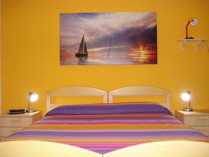 Appartamento in villa 24 posti con ampio giardino privato Sole, holiday rental in Gualdo a Capoliveri