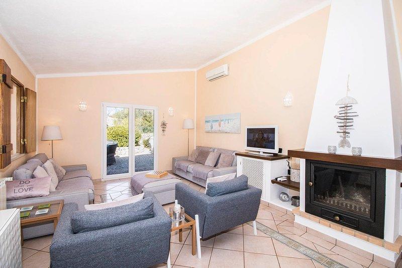 Pedragosa Villa Sleeps 6 with Pool and Air Con - 5769476, location de vacances à Querenca
