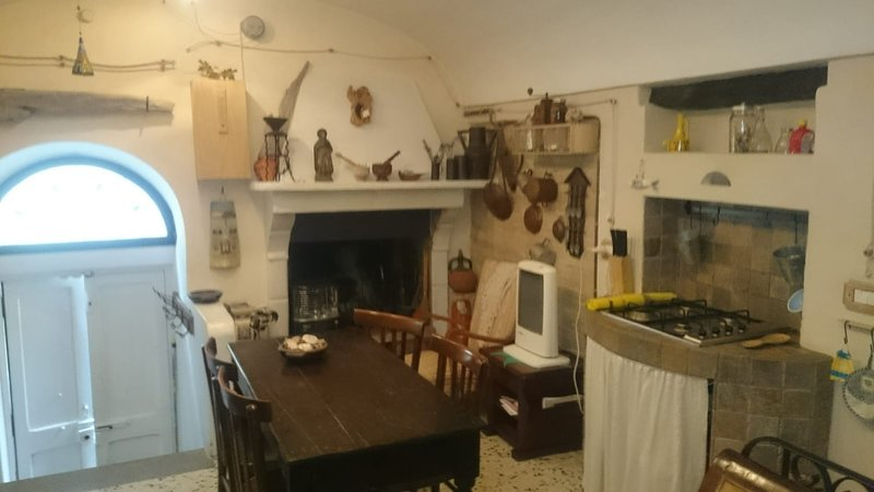 Beautiful house with balcony, holiday rental in Carunchio