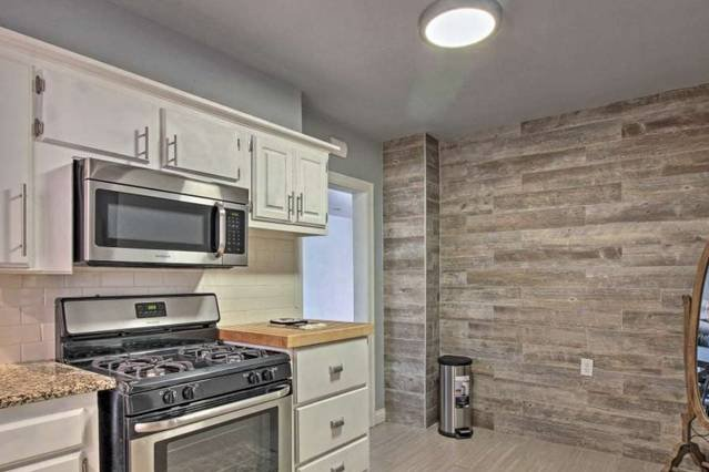 Close to downtown Home. Great discount!!!, vacation rental in Nichols Hills
