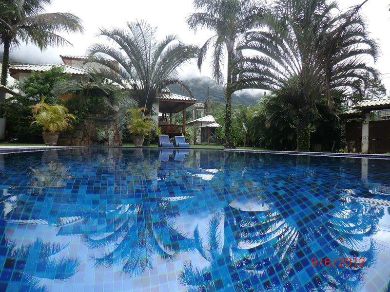 Alto Padrão MARESIAS 32 pessoas-Espaço para eventos-3 suites+8 quartos, vacation rental in Sao Sebastiao