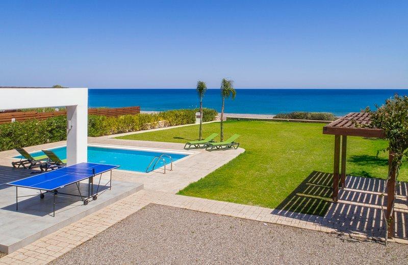 Lachania Villa Sleeps 7 with Pool and Air Con - 5769462, aluguéis de temporada em Lachania