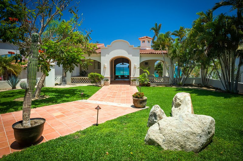 Everything you need for the perfect beachfront Cabo vacation can be found at Casa Edwards Too!