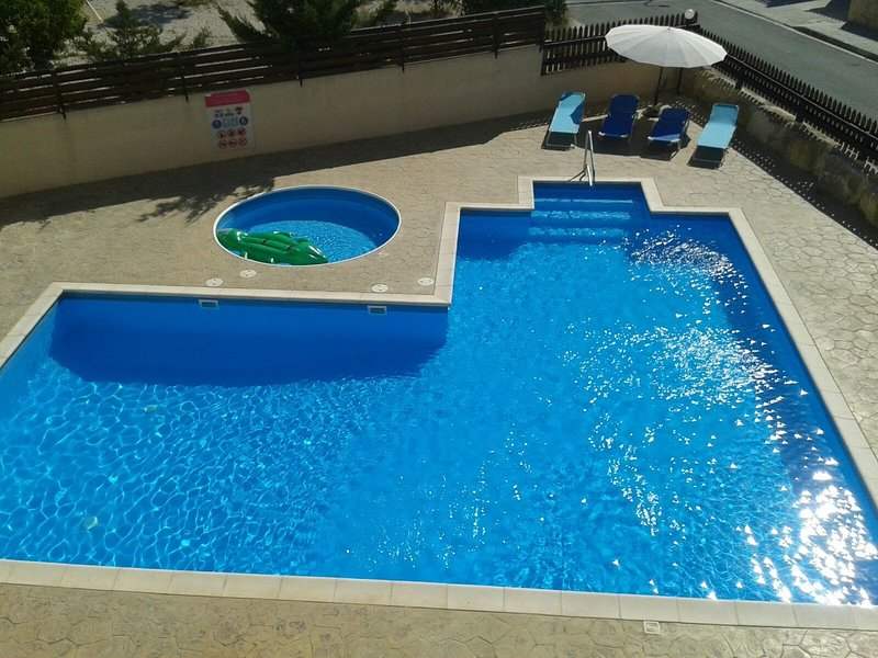 Two Bedroom Apartment with Walk-in Pool in the Picturesque Village of Pissouri, holiday rental in Pissouri