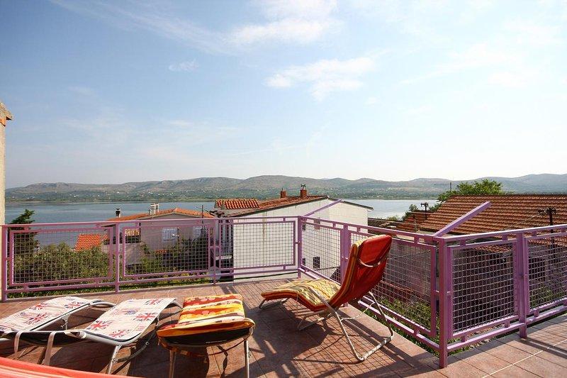Jadrtovac Holiday Home Sleeps 8 with Air Con - 5771840, holiday rental in Jadrtovac