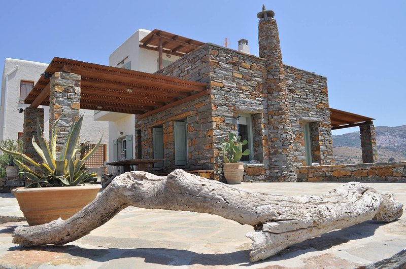 The Hill Top Cottage House In Kea, alquiler vacacional en Ceos
