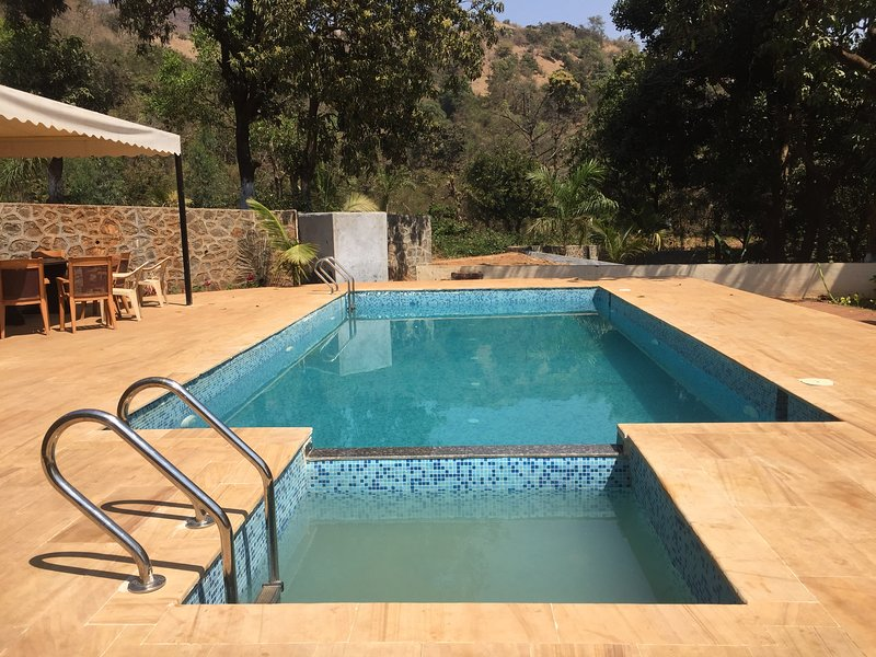 Mountain View 4BHK villa with private pool, Mulshi, alquiler vacacional en Bhukum