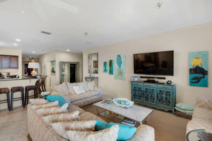 Charming Penthouse with 4 Bedrooms and Pool near Beach, holiday rental in Panama City Beach
