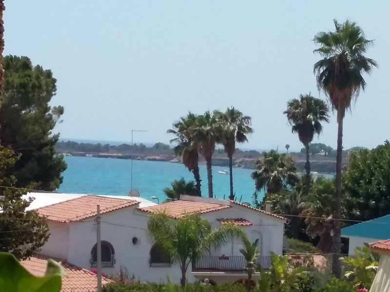 Casa Roby (di fronte Guardia Medica)120mt Beach, holiday rental in Fontane Bianche