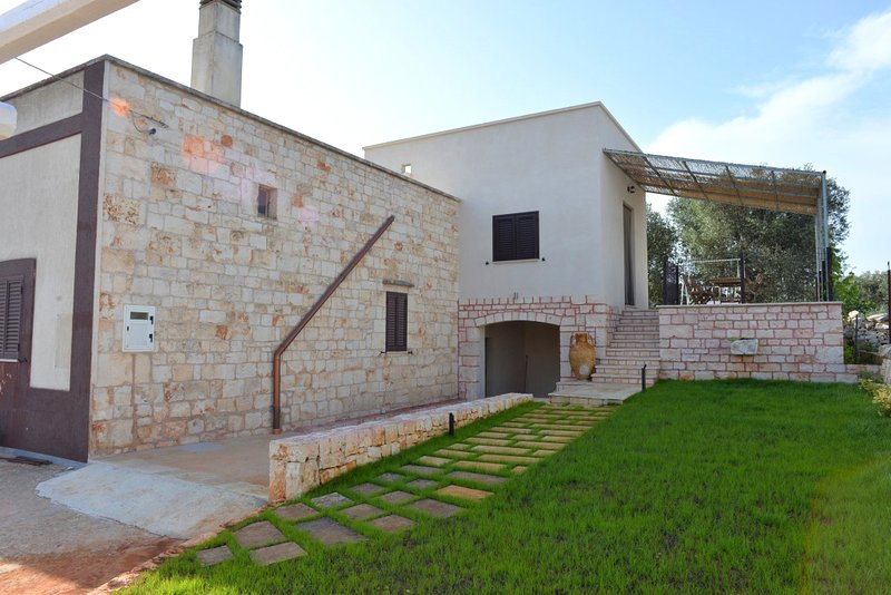 Domus Specchia with wifi, holiday rental in Calabrese