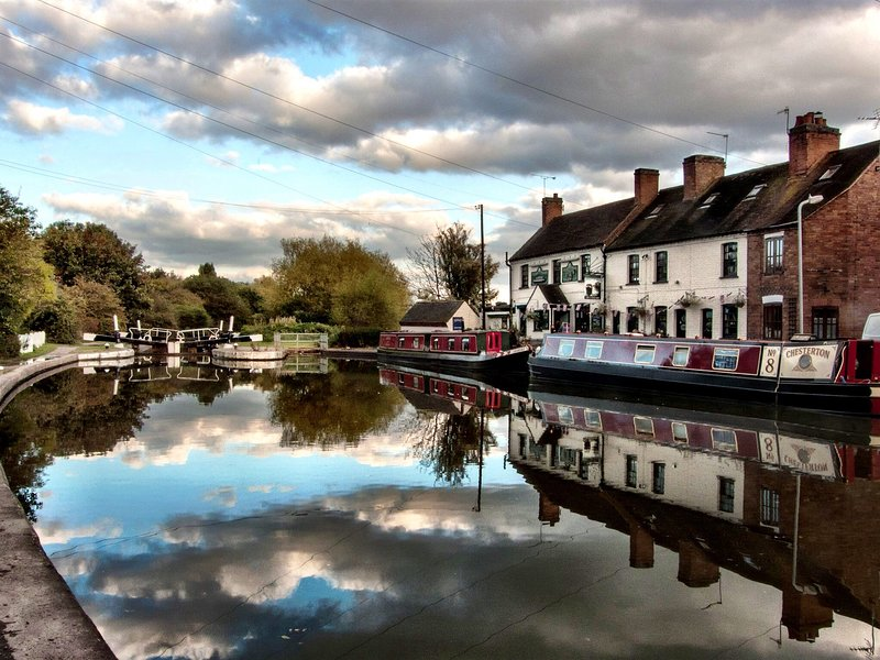 Fergie's Canal-side Cottage, holiday rental in Warwick