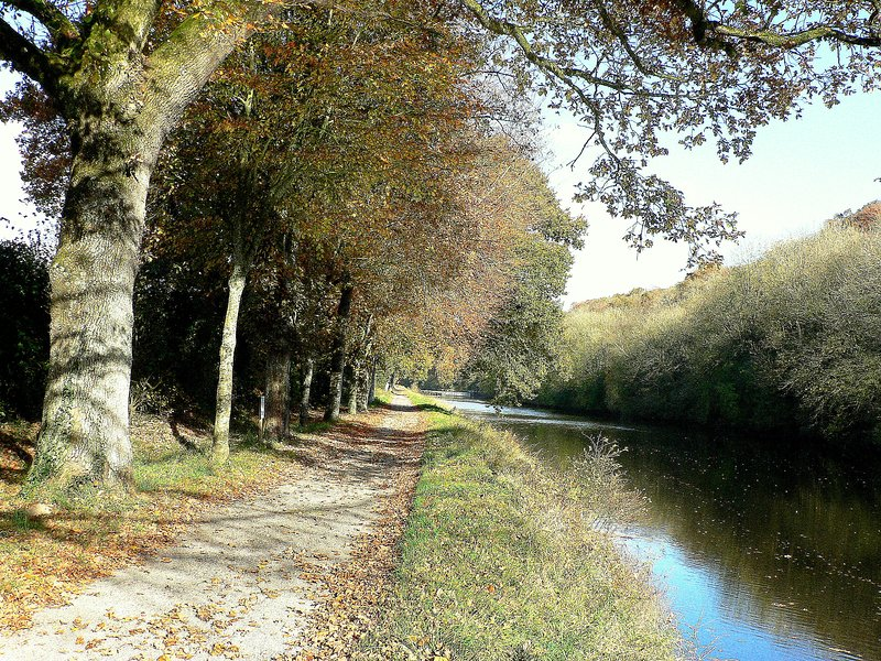 THE CANAL FROM NANTES TO BREST IN PLEYBEN
