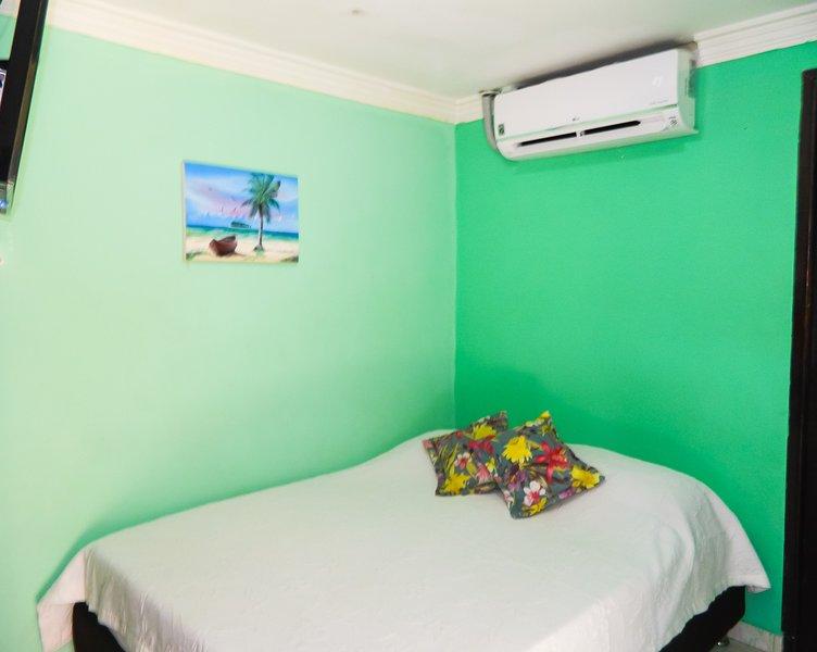 Habitación doble económica, entrada independiente y central. Desayuno incluido, casa vacanza a Isola di San Andrés