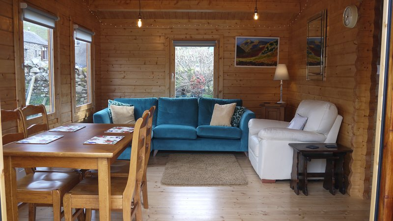Log Cabin, Broughton Mills with Amazing Views, Warm and Comfortable, location de vacances à Duddon Valley