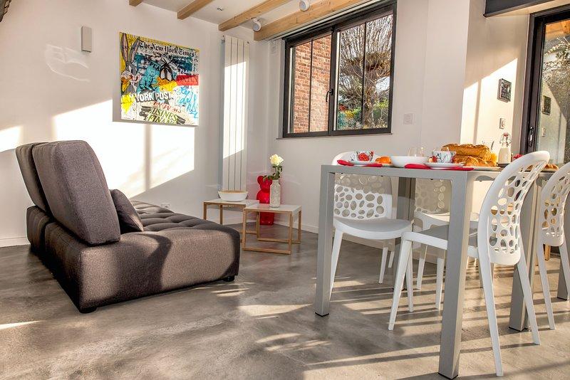 Mini-maison d'architecte connectée 2 chbres terrasses parking privé écran géant, location de vacances à La Riviere-Saint-Sauveur