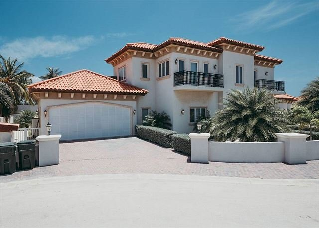 Maginificent Tuscan villa n/hotels beach, upscale res. dev. SPECIAL OFFER!, vacation rental in Aruba