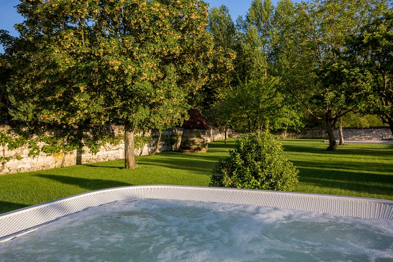 Ingrandes-de-Touraine Villa Sleeps 8 - 5771487, location de vacances à Restigne