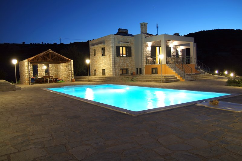 'Anemona' Luxury Villa Apartment, vacation rental in Paralio Astros