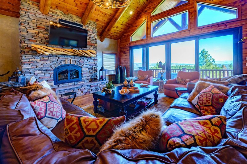 Grand Elk Lodge - Private Deluxe Retreat with 5 BR 5 Bath - Sleeps max 12 -, casa vacanza a Hatch
