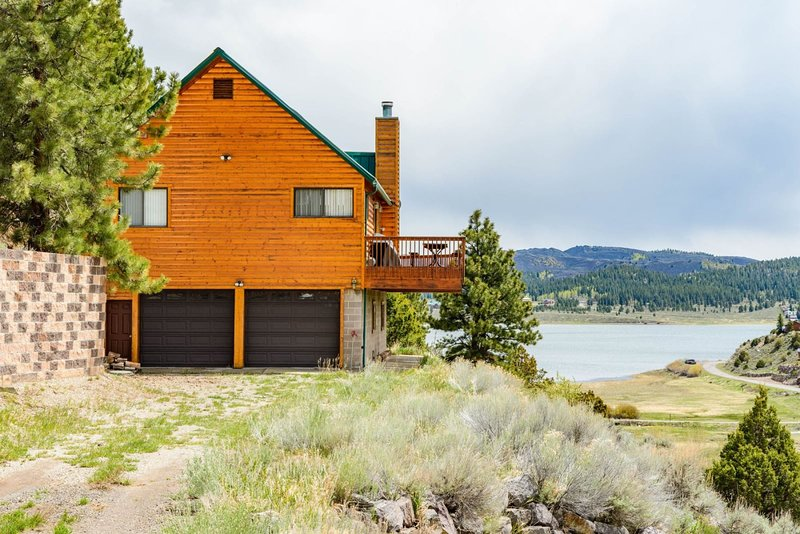 Scenic Panguitch Lake Cabin, holiday rental in Hatch