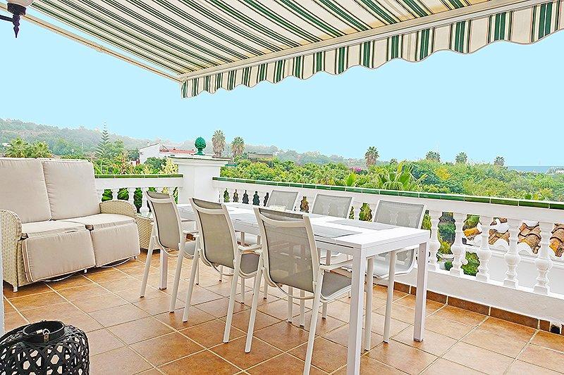Townhouse Las Palmas 15B, Oasis de Capistrano Nerja, holiday rental in Maro