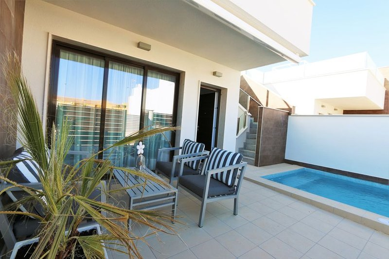 VDE-041 / Modern bungalow with private pool, close to beach and city, alquiler de vacaciones en San Pedro del Pinatar