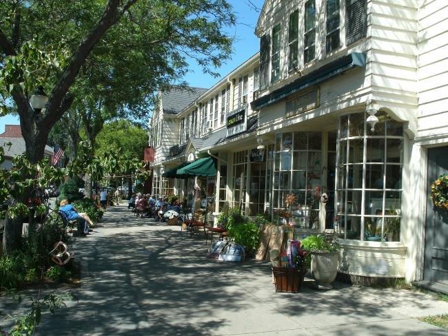 alcuni dei negozi e dei ristoranti caratteristici di Falmouth