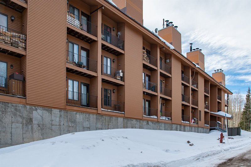 Timberbrook Condo - Across from Navajo Slopes, location de vacances à Brian Head