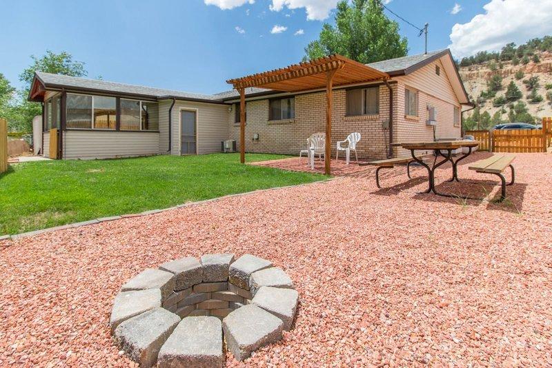 Mt Carmel Junction private home - easy access to Kanab, Zion National Park, and, aluguéis de temporada em Glendale