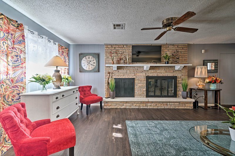 Norman Home w/Yard - Walk to Park & OU Campus, vacation rental in Norman
