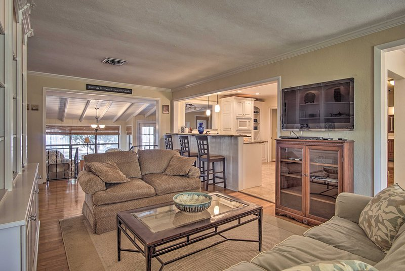 Leave all your worries behind during your stay at this Gulf Breeze home!