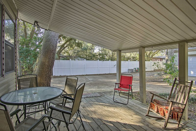This vacation rental boasts 3 bedrooms and 3 bathrooms.