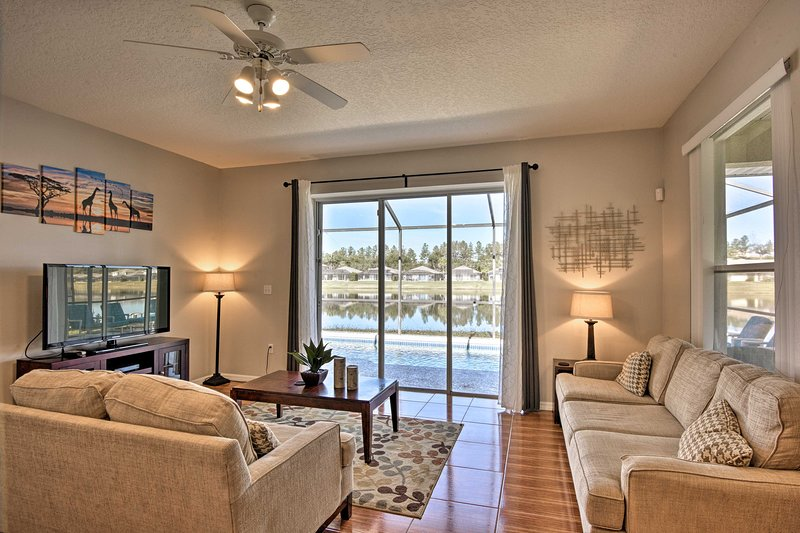 ¡Hasta 8 personas pueden disfrutar de las vistas del lago desde el interior y en la terraza privada!