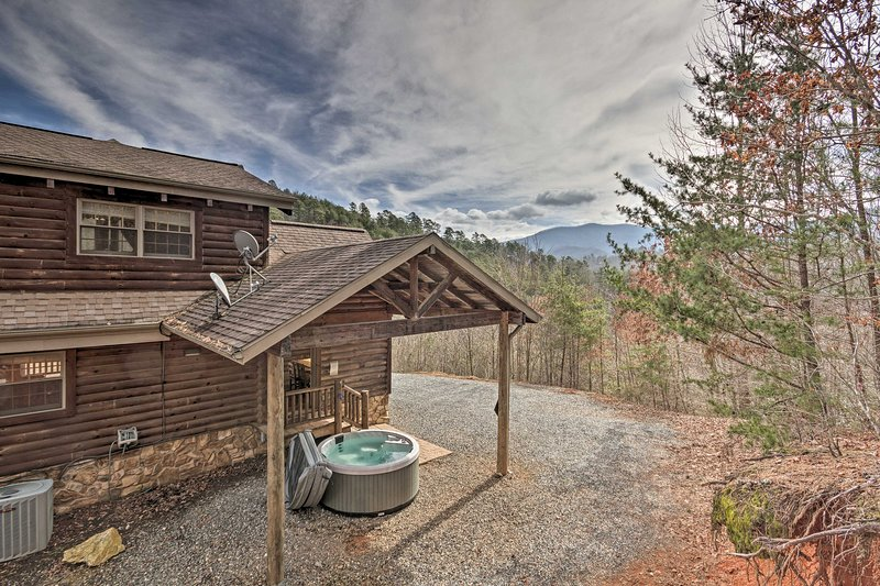 'Deep Creek Mountain Lodge' is ready to host your next Carolina adventure!