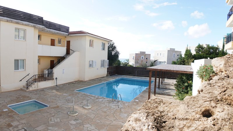 2 bedroom townhouse with bbq area and sea view Eden E02, holiday rental in Chloraka